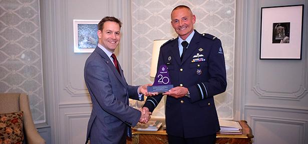 L-R Rupert Dix, Major General Sotthewes